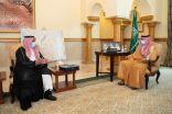 """أمير مكة بالنيابة يتسلم التقرير السنوي لأعمال صندوق الموارد البشرية """"هدف"""""""