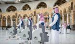 تطهير وتعقيم المسجد الحرام على مدار الساعة لاستقبال المعتمرين